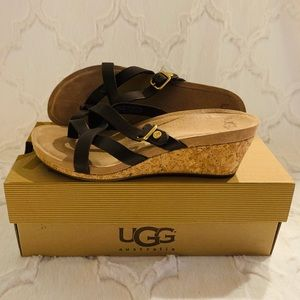 LIKE NEW WITH BOX! UGG Women's Adalie Sandals 👡